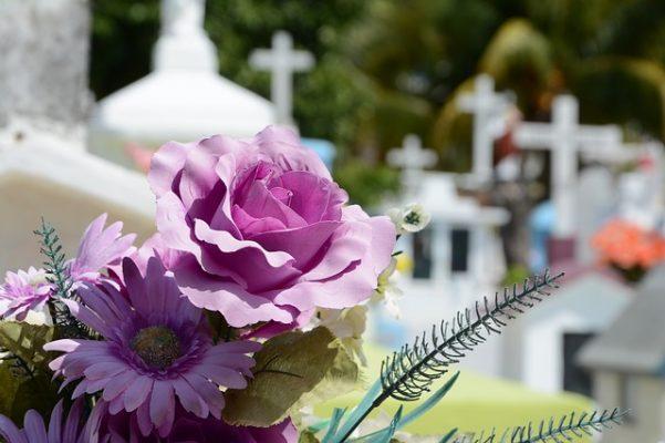 Corona Extra Clavel Blanco, Flores de Funeral, Arreglos Florales Fúnebres, Coronas Fúnebres, Flores para Fallecimiento